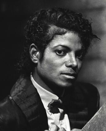 经典歌曲《Billie Jean》《比利·简》中英文对照歌词