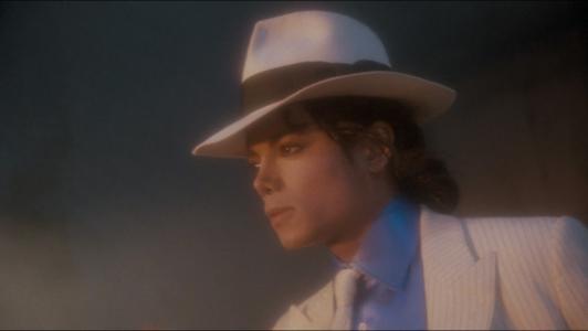 经典歌曲《Smooth Criminal》《犯罪高手》中英文对照歌词