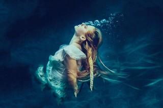 经典歌曲《Head Above Water》《浮出水面》中英文对照歌词